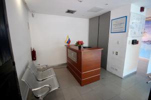 En Alquiler En Caracas - Los Palos Grandes Código FLEX: 18-16966 No.1