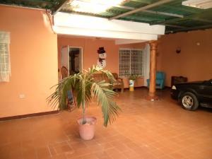 Casa En Venta En Maracay - Santa Rita Código FLEX: 18-16629 No.1