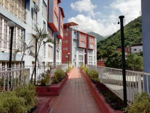 Apartamento En Venta En Parroquia Caraballeda - Caribe Código FLEX: 18-16901 No.1