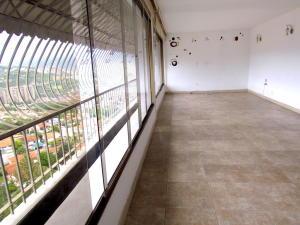 Apartamento En Venta En Caracas - Terrazas del Club Hipico Código FLEX: 18-16915 No.3