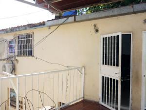 En Venta En Maracay - Paraparal Código FLEX: 19-143 No.2