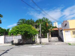 Casa En Venta En Maracay - Andres Bello Código FLEX: 19-361 No.0