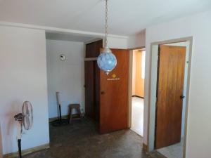 Casa En Venta En Maracay - Andres Bello Código FLEX: 19-361 No.12