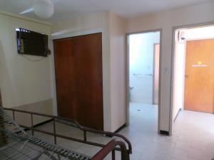 Casa En Venta En Maracay - Andres Bello Código FLEX: 19-361 No.14