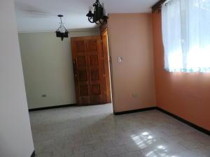 Casa En Venta En Maracay - Andres Bello Código FLEX: 19-361 No.16
