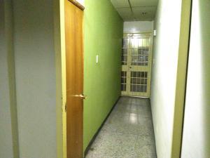 En Venta En Maracay - Zona Centro Código FLEX: 19-369 No.11