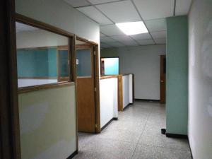 Local Comercial En Venta En Maracay - Zona Centro Código FLEX: 19-369 No.17