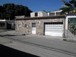 Casa En Venta En Maracay - Santa Rita Código FLEX: 19-504 No.0