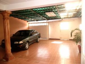 Casa En Venta En Maracay - Santa Rita Código FLEX: 19-504 No.3