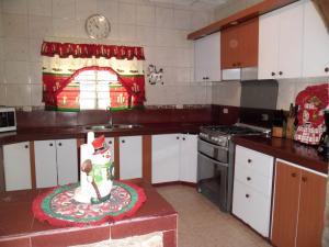 Casa En Venta En Maracay - Santa Rita Código FLEX: 19-504 No.9