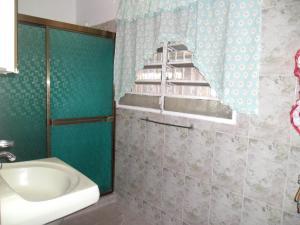 Casa En Venta En Maracay - Santa Rita Código FLEX: 19-504 No.15