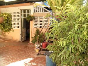 Casa En Venta En Maracay - Santa Rita Código FLEX: 19-504 No.17