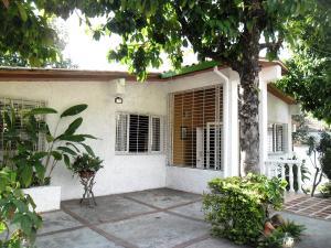 Casa En Venta En Maracay - El Castano (Zona Privada) Código FLEX: 19-509 No.0