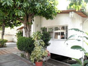 Casa En Venta En Maracay - El Castano (Zona Privada) Código FLEX: 19-509 No.1
