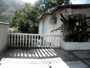 Casa En Venta En Maracay - El Castano (Zona Privada) Código FLEX: 19-509 No.2