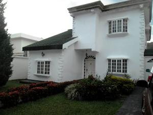 Casa En Venta En Maracay - El Castano (Zona Privada) Código FLEX: 19-511 No.0