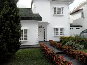 Casa En Venta En Maracay - El Castano (Zona Privada) Código FLEX: 19-511 No.1
