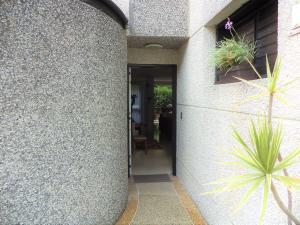 Casa En Venta En Caracas - La Boyera Código FLEX: 19-729 No.1