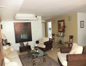 Casa En Venta En Caracas - La Boyera Código FLEX: 19-729 No.6