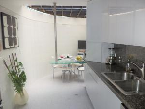 Casa En Venta En Caracas - La Boyera Código FLEX: 19-729 No.12