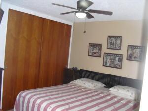 Apartamento En Venta En Caracas - Los Dos Caminos Código FLEX: 19-876 No.13