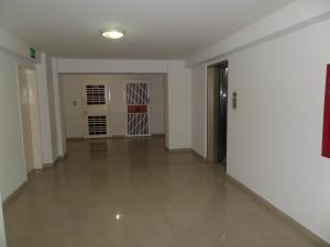 Apartamento En Venta En Maracay - Los Chaguaramos Código FLEX: 19-1010 No.3