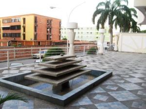Apartamento En Venta En Maracay - Los Chaguaramos Código FLEX: 19-1013 No.2
