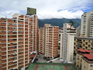 En Venta En Caracas - Colinas de Bello Monte Código FLEX: 19-1125 No.6