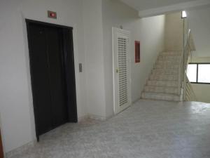Apartamento En Venta En Maracay - San Jacinto Código FLEX: 19-1196 No.3