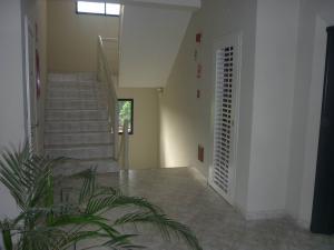 Apartamento En Venta En Maracay - San Jacinto Código FLEX: 19-1196 No.4