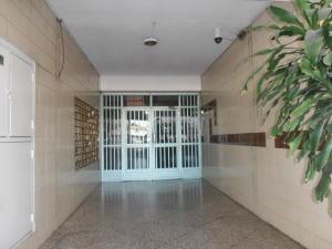 En Venta En Maracay - Avenida Constitucion Código FLEX: 19-1306 No.7