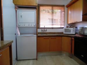 Apartamento En Venta En Caracas - Campo Alegre Código FLEX: 19-2127 No.17