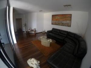Apartamento En Venta En Caracas - El Cigarral Código FLEX: 19-2157 No.2