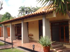 Casa En Venta En Maracay - Barrio Sucre Código FLEX: 19-2276 No.0