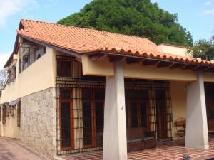 Casa En Venta En Maracay - Barrio Sucre Código FLEX: 19-2276 No.1