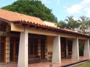 Casa En Venta En Maracay - Barrio Sucre Código FLEX: 19-2276 No.2