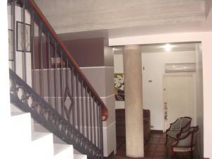 Casa En Venta En Maracay - Barrio Sucre Código FLEX: 19-2276 No.5