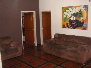 Casa En Venta En Maracay - Barrio Sucre Código FLEX: 19-2276 No.6