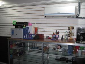 Local Comercial En Venta En Maracay - Avenida Bolivar Código FLEX: 19-2283 No.3