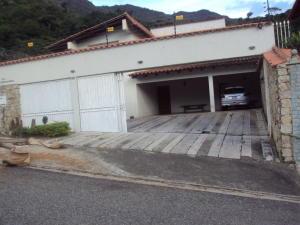 Casa En Venta En Maracay - El Castano (Zona Privada) Código FLEX: 19-4357 No.1
