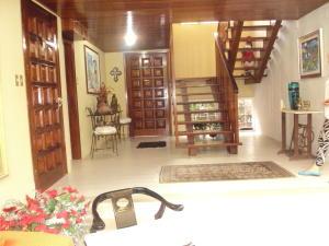 Casa En Venta En Maracay - El Castano (Zona Privada) Código FLEX: 19-4357 No.4
