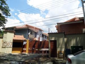 Townhouse En Venta En Maracay - Cantarana Código FLEX: 19-2843 No.1