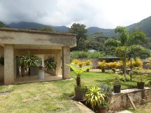 Casa En Venta En Maracay - Lomas de Palmarito Código FLEX: 19-3484 No.3