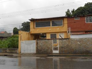 Casa En Venta En Maracay - El Castano (Zona Privada) Código FLEX: 19-3624 No.0