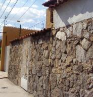 Casa En Venta En Maracay - El Castano (Zona Privada) Código FLEX: 19-3624 No.13