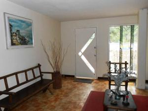 Casa En Venta En Maracay - El Castano (Zona Privada) Código FLEX: 19-3624 No.1