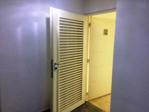 Apartamento En Alquiler En Caracas - Lomas del Sol Código FLEX: 19-3900 No.4