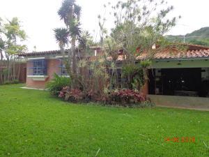 Casa En Venta En Caracas - El Hatillo Código FLEX: 19-4471 No.0