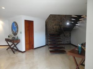 Casa En Venta En Caracas - Alto Hatillo Código FLEX: 19-4786 No.2