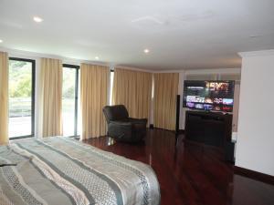Casa En Venta En Caracas - Alto Hatillo Código FLEX: 19-4786 No.11